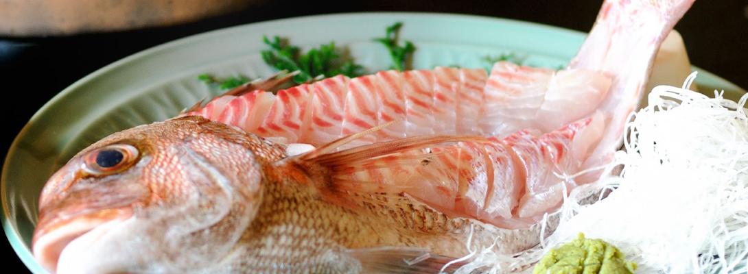 うめ丸創業以来続く 鯛の活造り料理